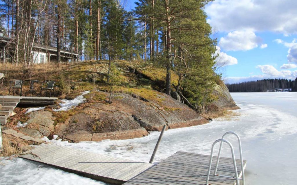 Villa Hiljan ranta talvella